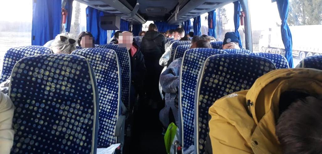 Автобус из Беларуси не пустили в Украину: у всех 35 пассажиров — поддельные справки о ПЦР-тестах