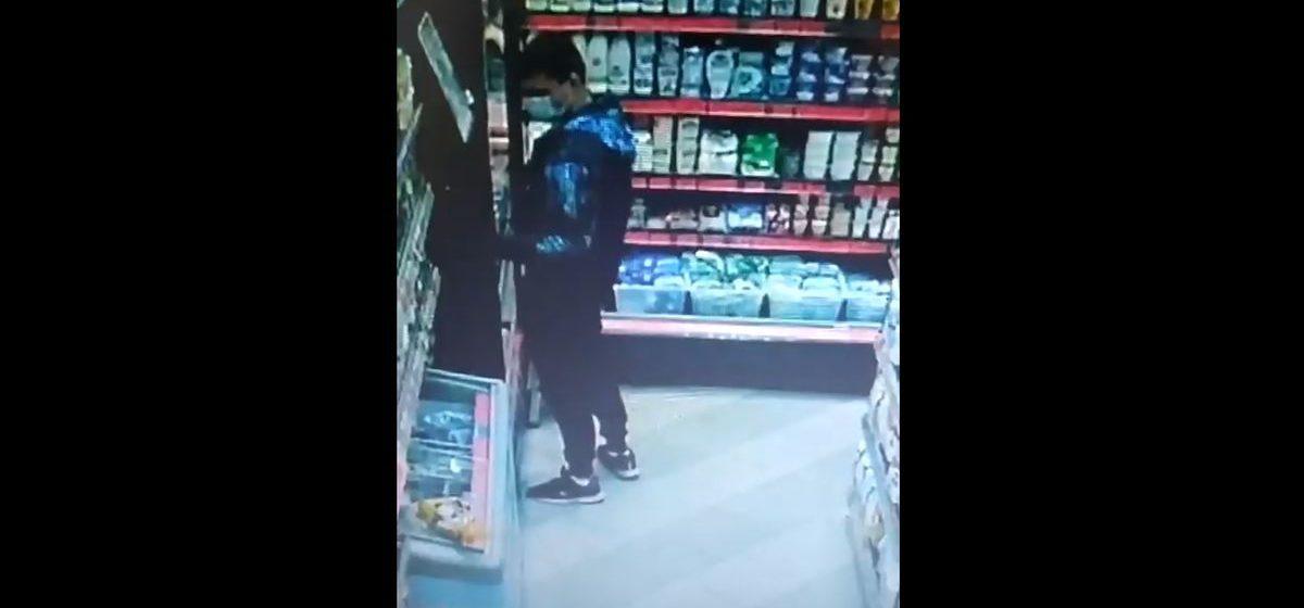 Барановичская милиция разыскивает подозреваемых в краже в магазине. Видео