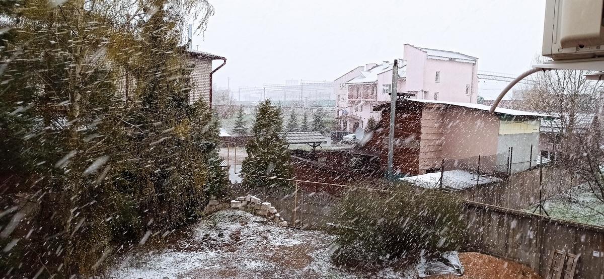 Снег в конце апреля выпал в Барановичах. Фотофакт