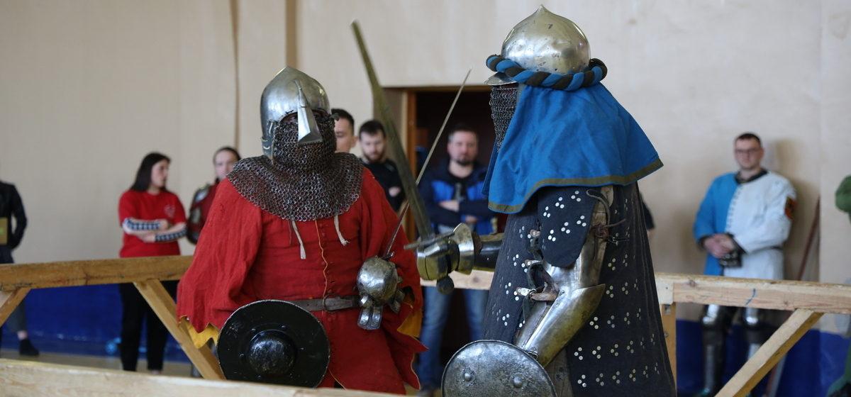Стенка на стенку сошлись рыцари в Ляховичах. Видео