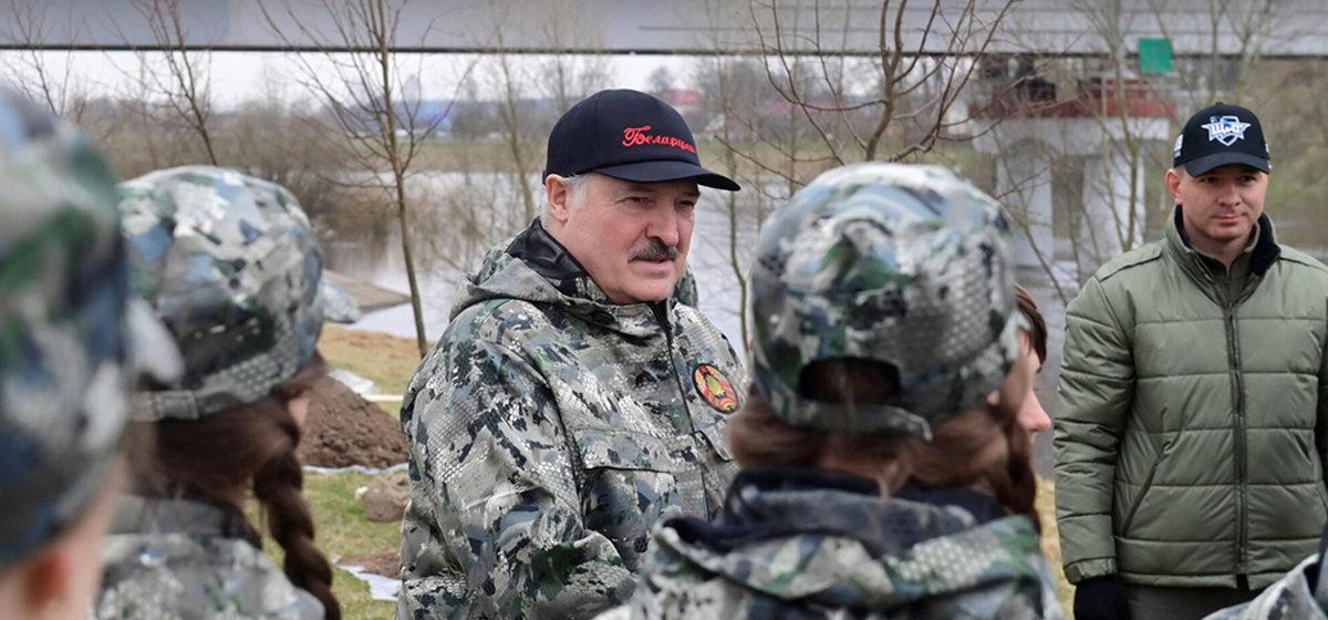 ФСБ РФиКГБ Беларуси заявили оготовившемся покушении наЛукашенко. Онобвинил впричастности кзаговору США