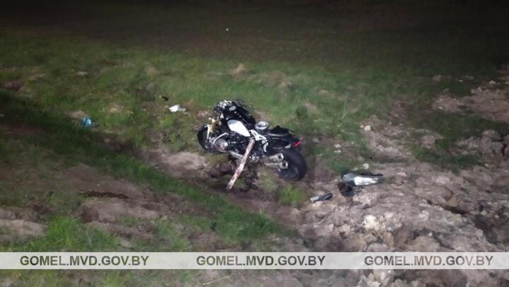 Ford врезался в мотоцикл BMW в Петрикове — байкер и его пассажир в реанимации