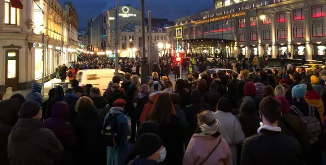 По всей России проходят акции в поддержку Навального: сотни задержанных