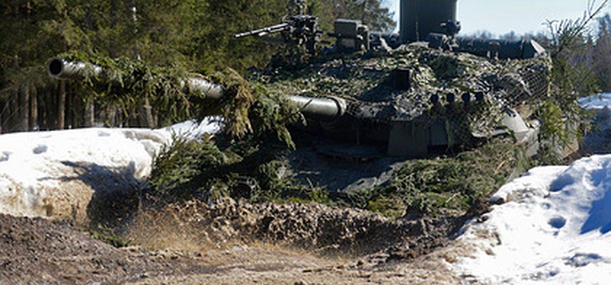 В Донбассе — новое обострение конфликта. Россия наращивает войска у границ Украины