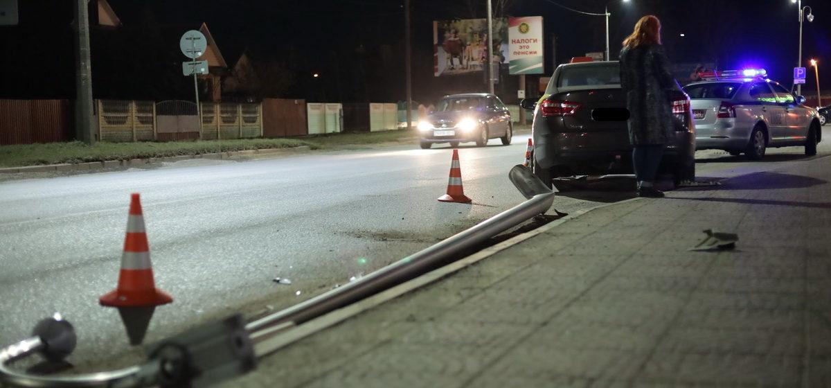 Таксист снес осветительную опору в Барановичах