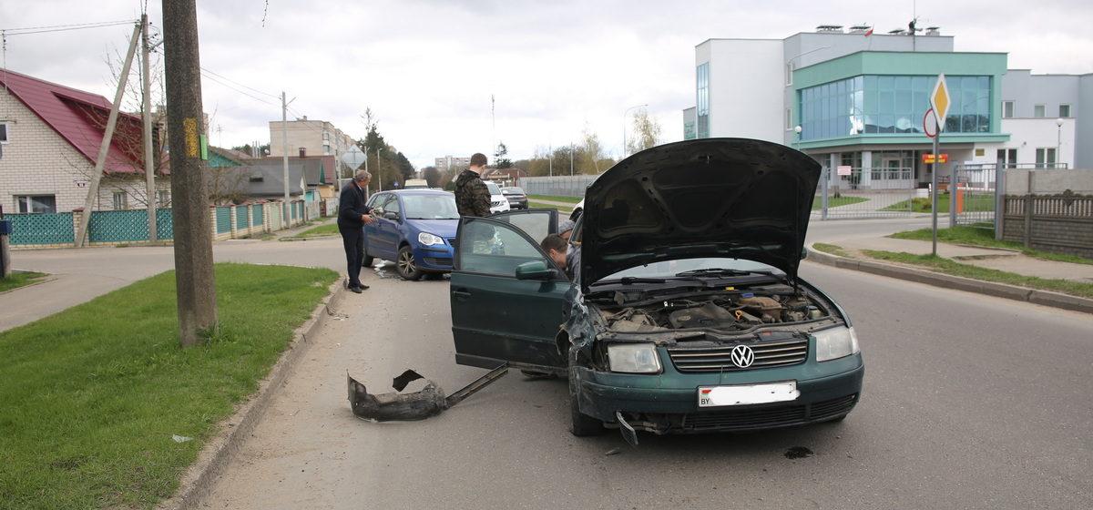 Два автомобиля Volkswagen столкнулись в Барановичах
