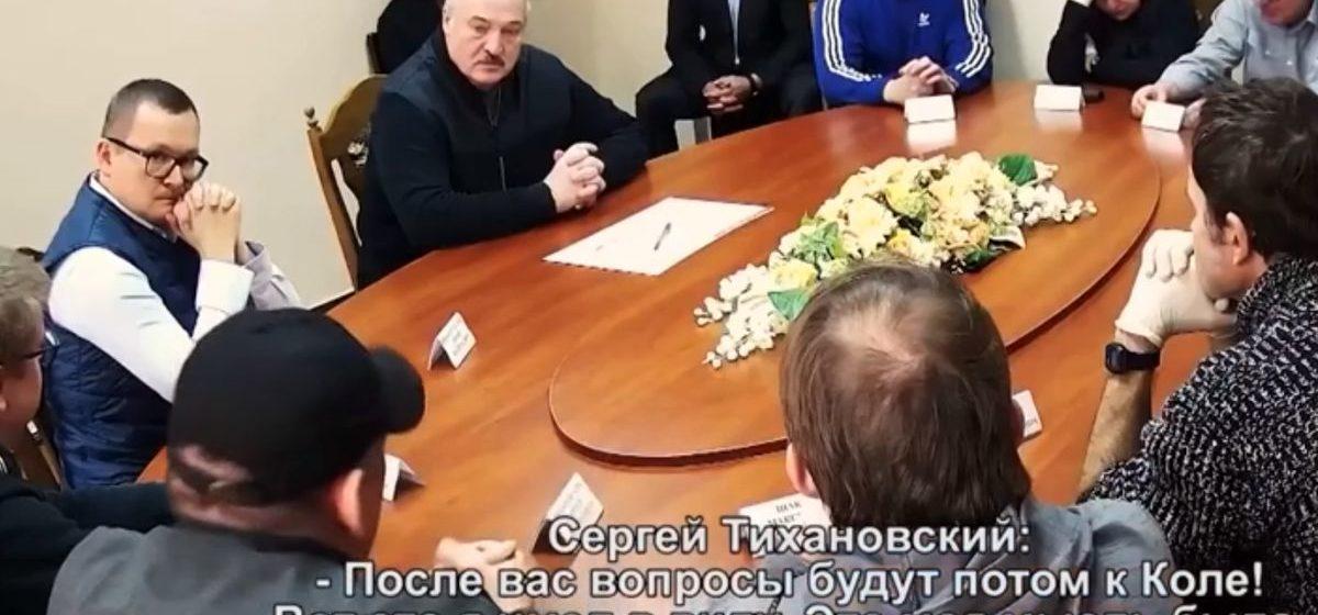 «После вас вопросы будут к Коле». По ОНТ показали видео из СИЗО КГБ: Тихановский обсуждает с Лукашенко будущее его сына