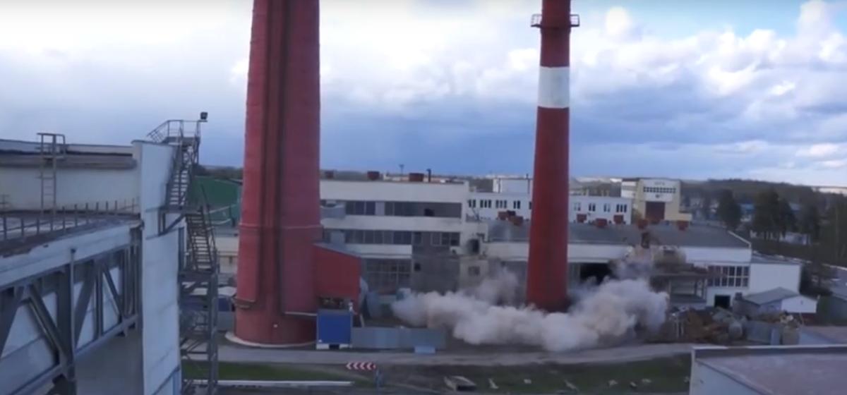 Смотрите, как в Лунинецком районе взорвали 45-метровую трубу. Видео