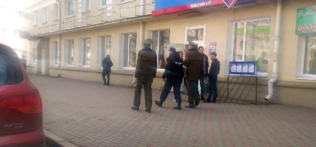 Военнослужащие патрулируют улицы вместе с милицией в Барановичах. Фотофакт