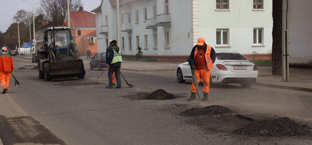 Как проводится ямочный ремонт в Барановичах. Фотофакт