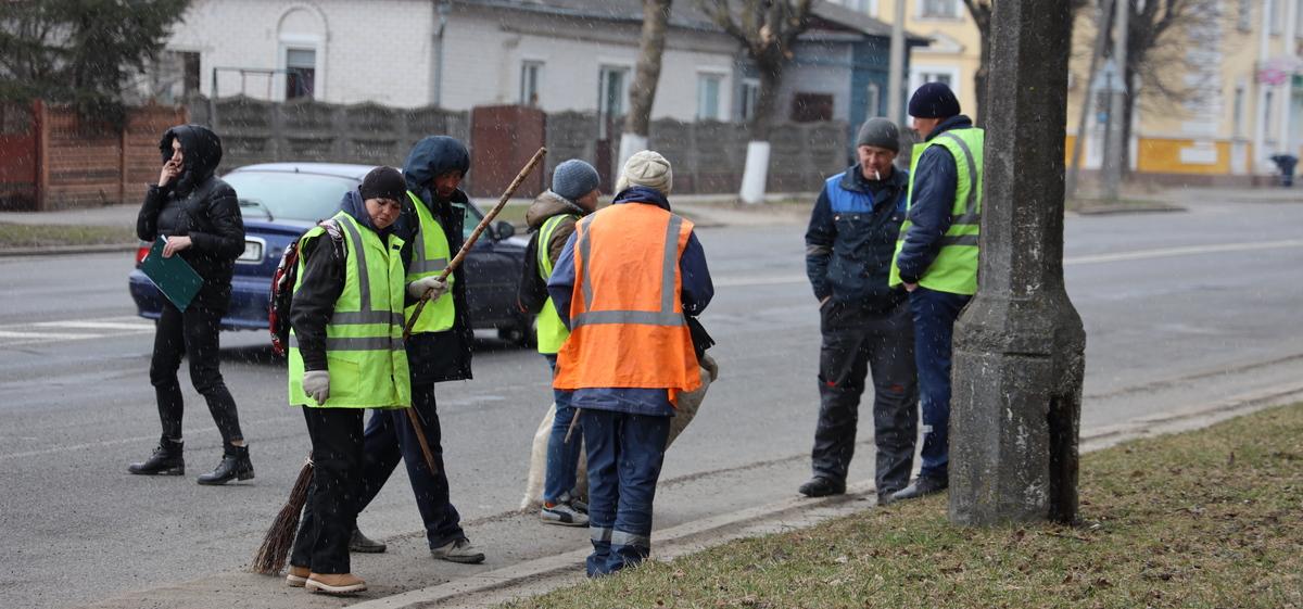 Улицы города стали активно убирать. К нам едет премьер-министр? Фоторепортаж