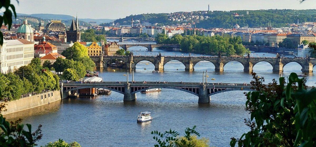Чехия обвинила в теракте сотрудников ФСБ и выслала 18 дипломатов РФ, в ответ Россия высылает 20 чешских сотрудников посольства