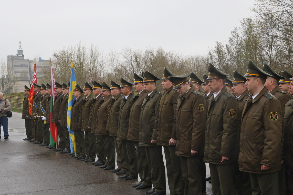 Торжественная церемония открытия самолета-памятника