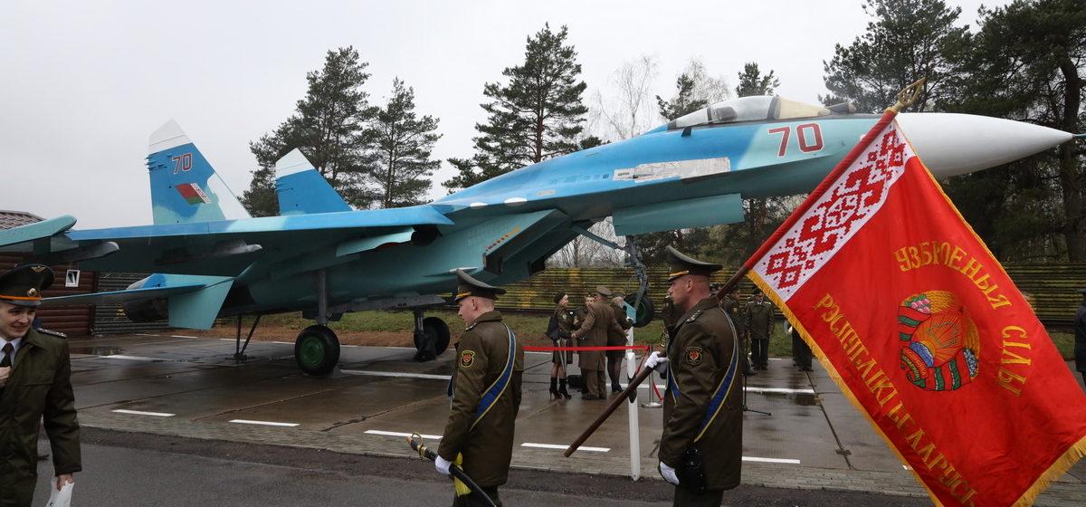 Как прошла торжественная церемония открытия самолета-памятника в Барановичах. Фоторепортаж