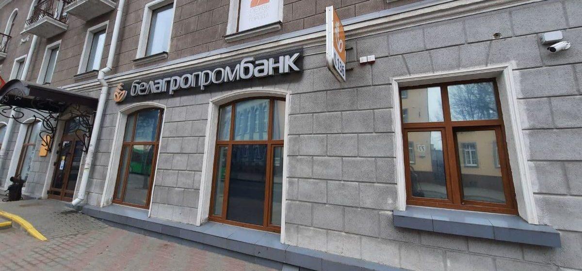«Будут серьезные проблемы». Как на белорусах могут отразиться санкции против госбанков и «Белтелекома»