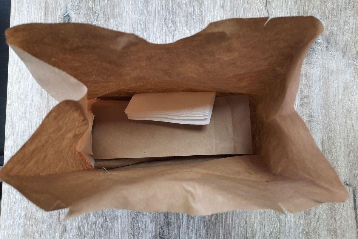 Подача шаурмы в закусочной TASTY LIVE. Фото: Кристина СОБИНСКАЯ