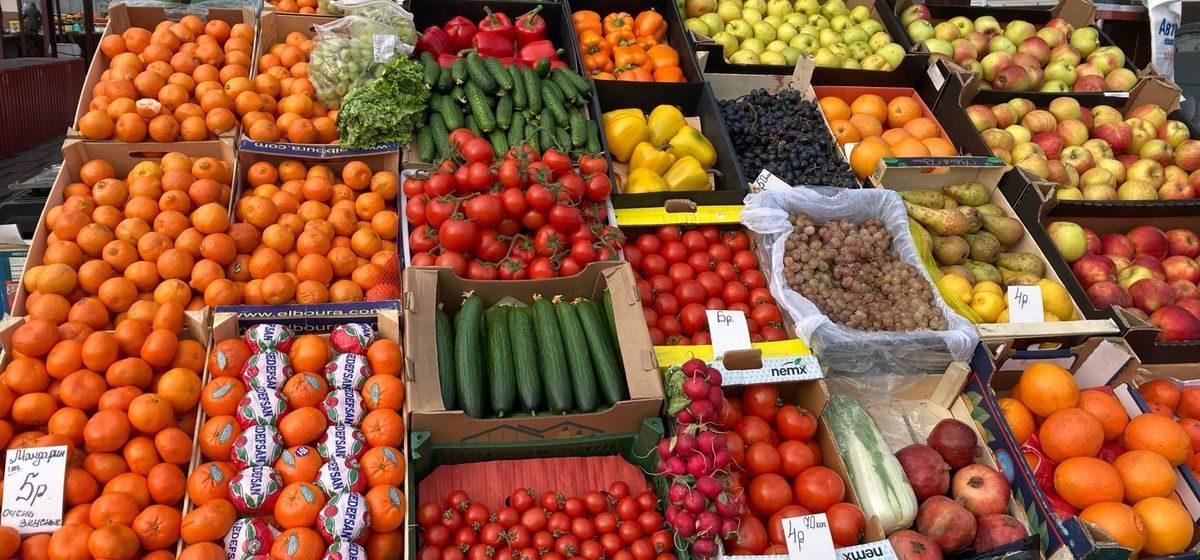 Приятно подешевели клубника и лимоны, а виноград стал «кусаться». Что произошло с ценами на рынке за неделю