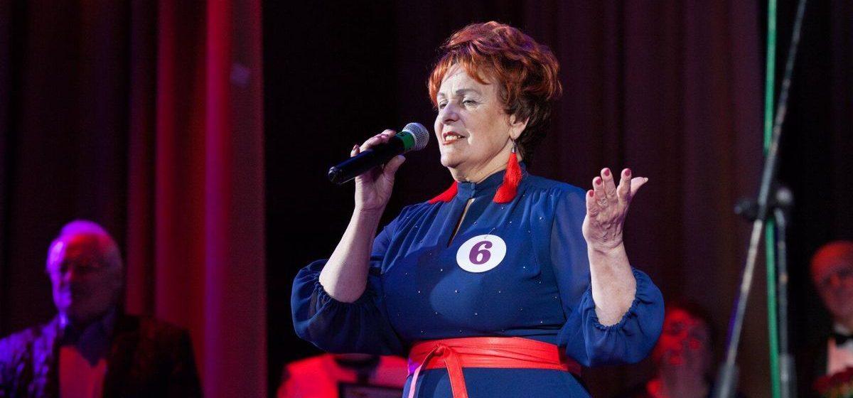 «Любовь к песне у меня в крови». Барановичская пенсионерка поет песни о родине и любви и побеждает в конкурсах