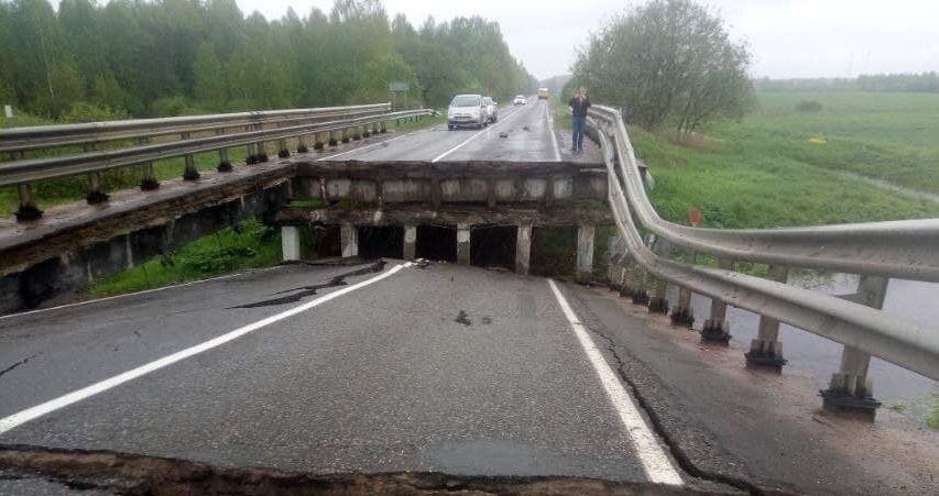 На трассе Борисов — Березино обвалился мост. Фотофакт