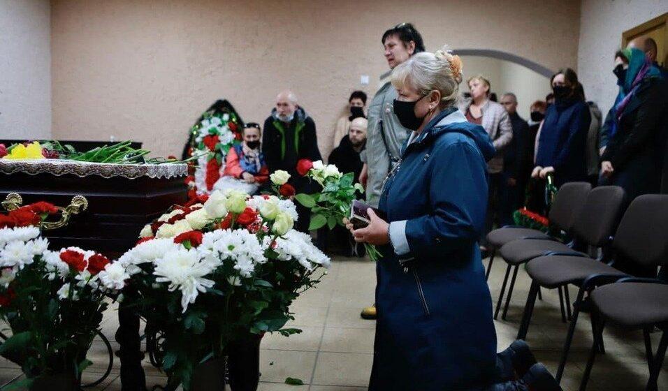 Беларусь прощается с умершим в шкловской колонии политзаключенным Витольдом Ашурком. Фото/видео