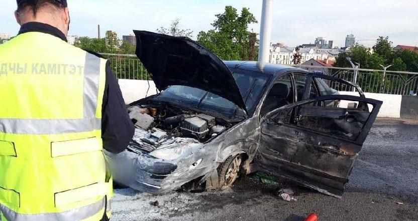Авто, в котором ехала жительница Барановичей, опрокинулось на путепроводе в Минске. Девушка убежала из больницы