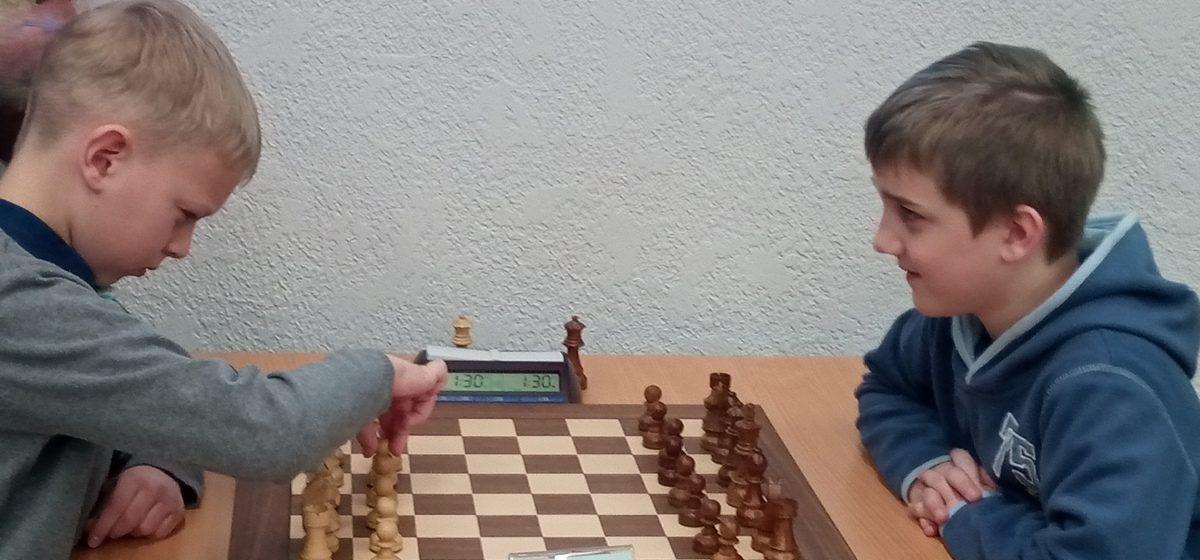 Юный барановичский шахматист выступит на чемпионате мира. Кто он?