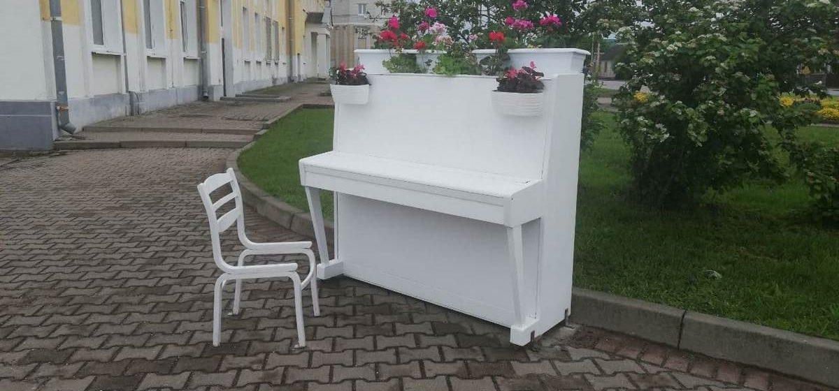 Необычная инсталляция появилась в Барановичах. Фотофакт