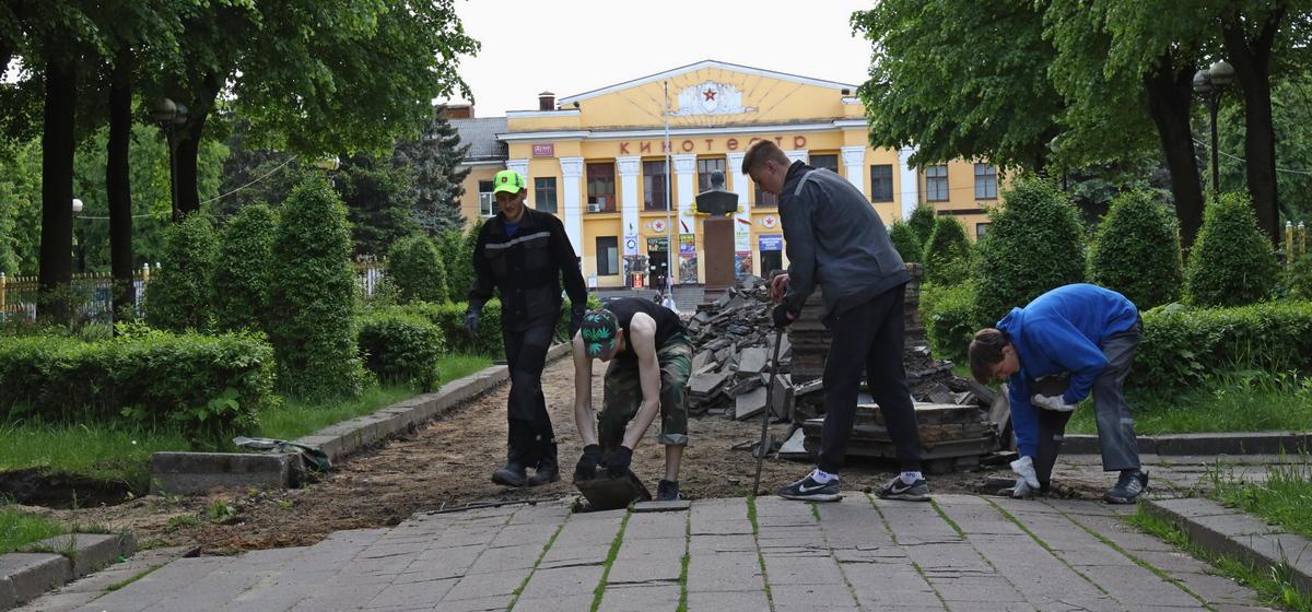 Реконструкцию молодого парка возобновили в Барановичах