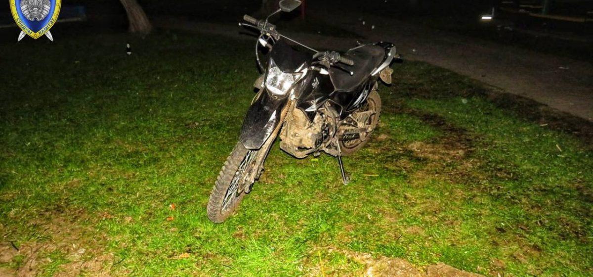 Пьяный мужчина на мотоцикле сбил 11-летнего мальчика в Лидском районе — ребенок в больнице