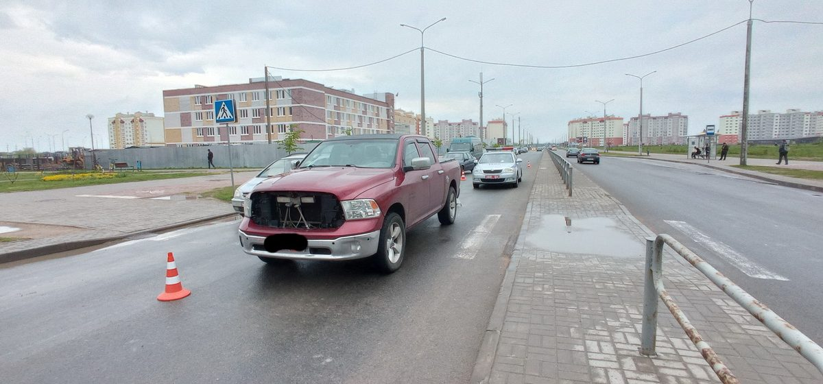 Женщину сбил на пешеходном переходе автомобиль в Барановичах. Момент ДТП попал на камеру видеонаблюдения