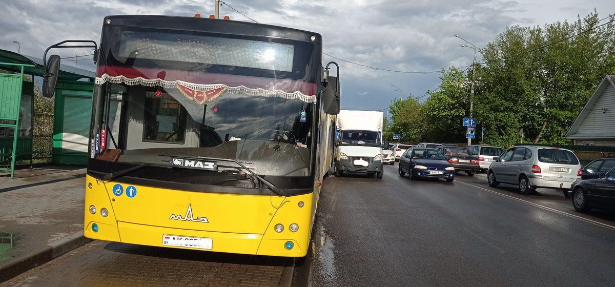 Газель и автобус столкнулись в Барановичах