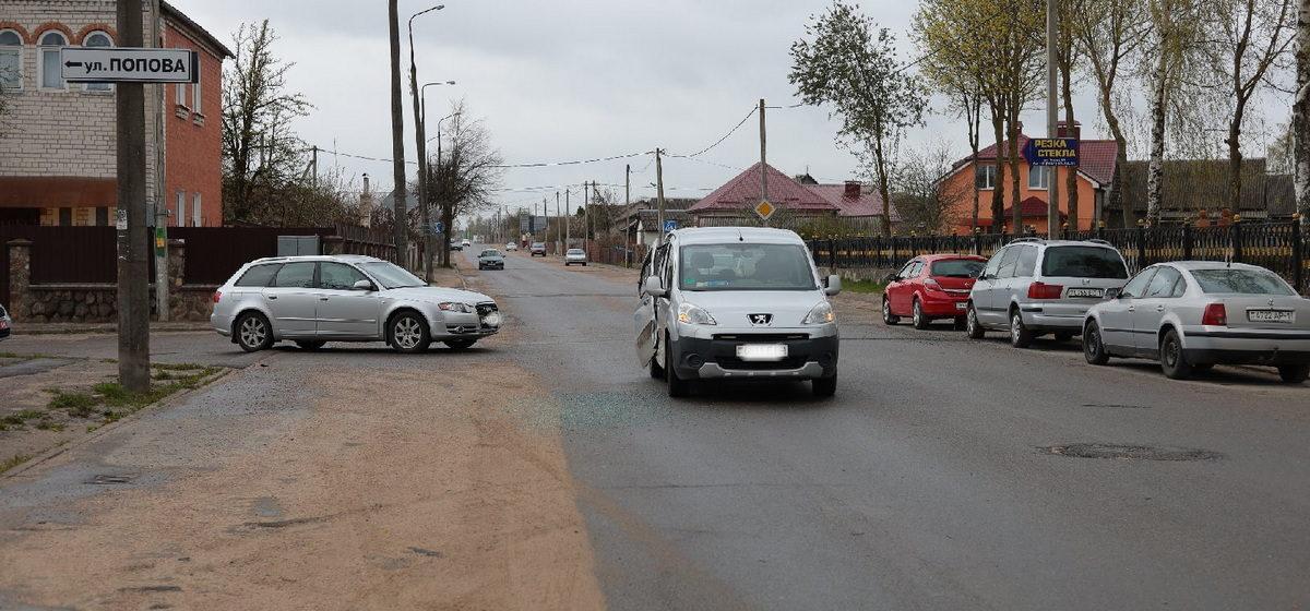 Audi и Peugeot столкнулись на перекрестке в Барановичах