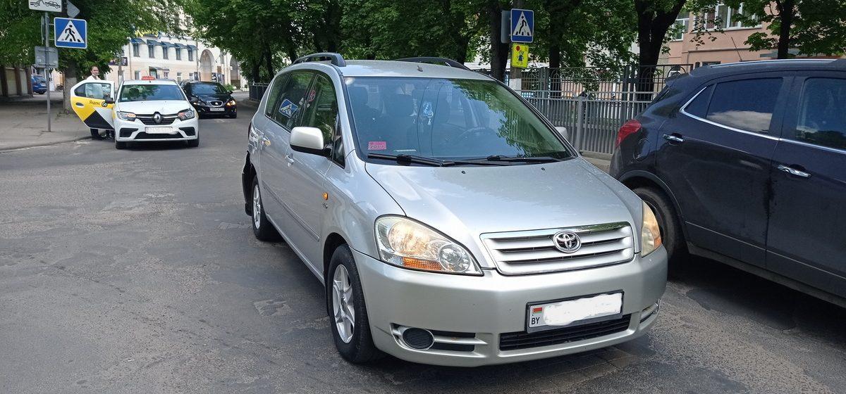 Такси и Toyota столкнулись в Барановичах