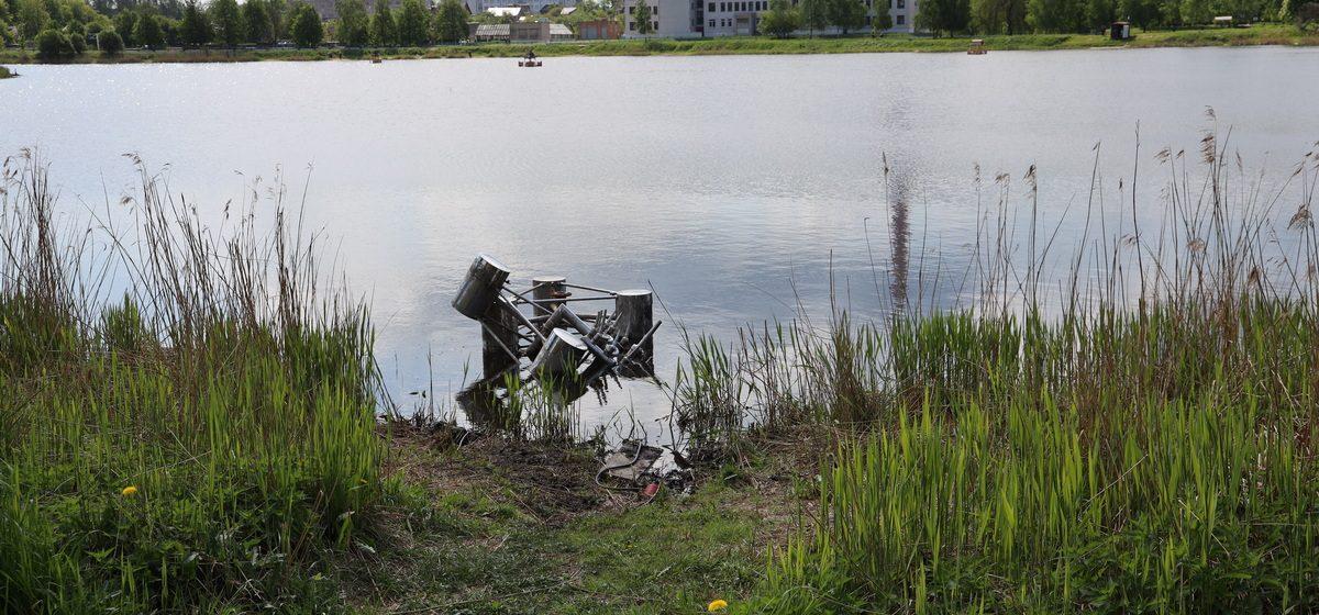 Что произошло с плавающим фонтаном в Барановичах. Фотофакт