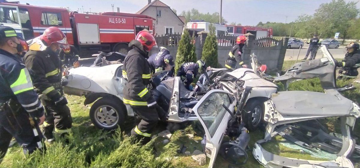 «Смертельное ДТП». Водитель пытался скрыться от ГАИ в Гродно, но врезался в забор