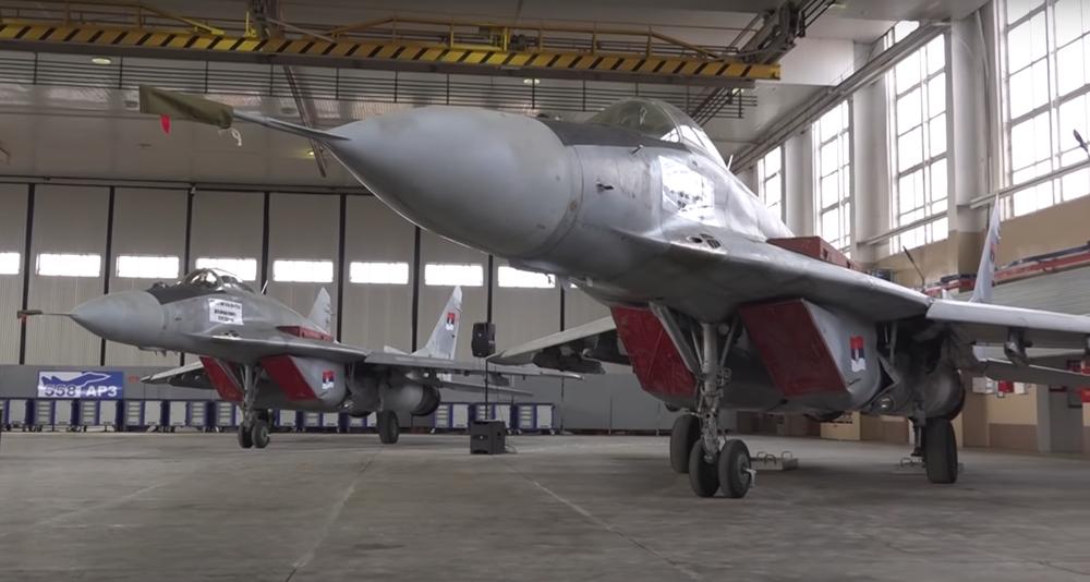В Сербию доставили последние подаренные Беларусью истребители, которые модернизировали в Барановичах