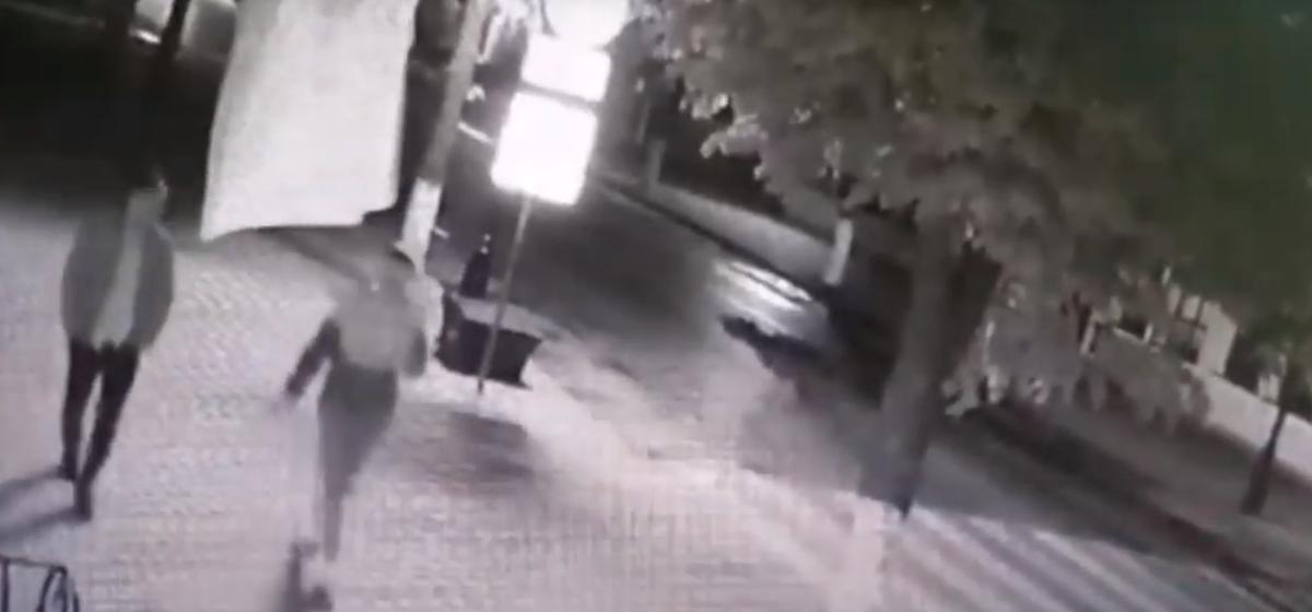 Жителя Барановичей подозревают в том, что он порвал государственный флаг. Возбуждено уголовное дело