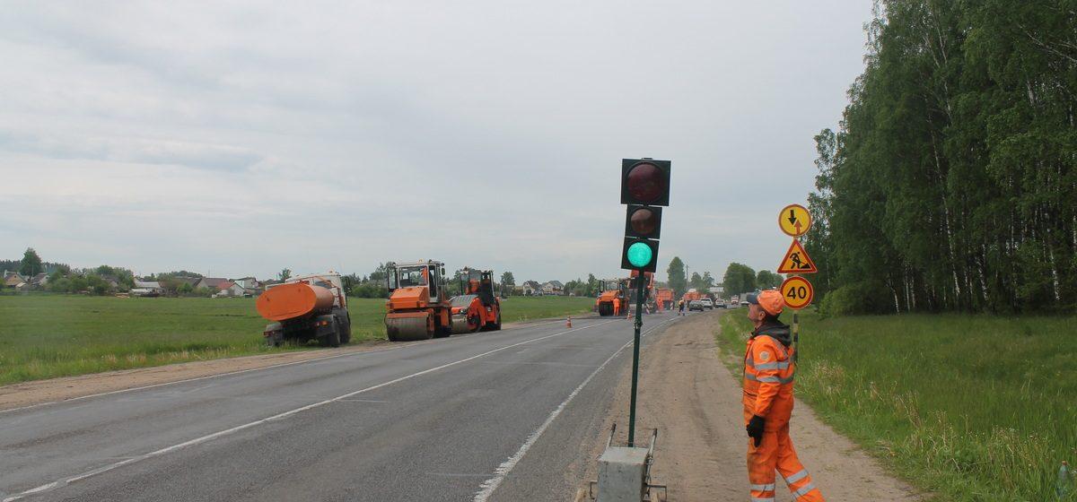 Зачем ставят мобильные светофоры на улице Доменикана в Барановичах