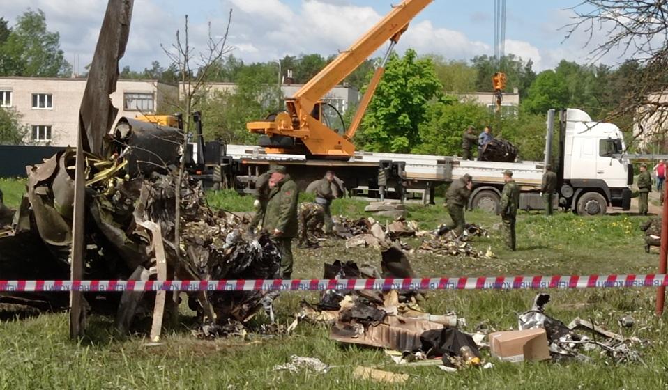 Сутки после крушения. Что происходит на месте падения самолета в Барановичах