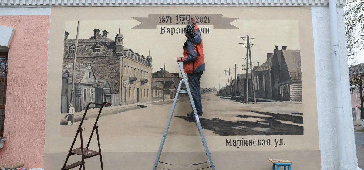 Как выглядит историческое панно в Барановичах после завершения работ. Фотофакт