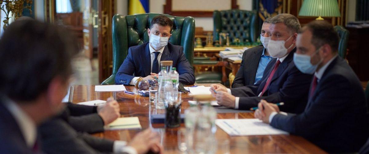 Президент Украины поручил правительству подготовить решение о прекращении авиасообщения с Беларусью