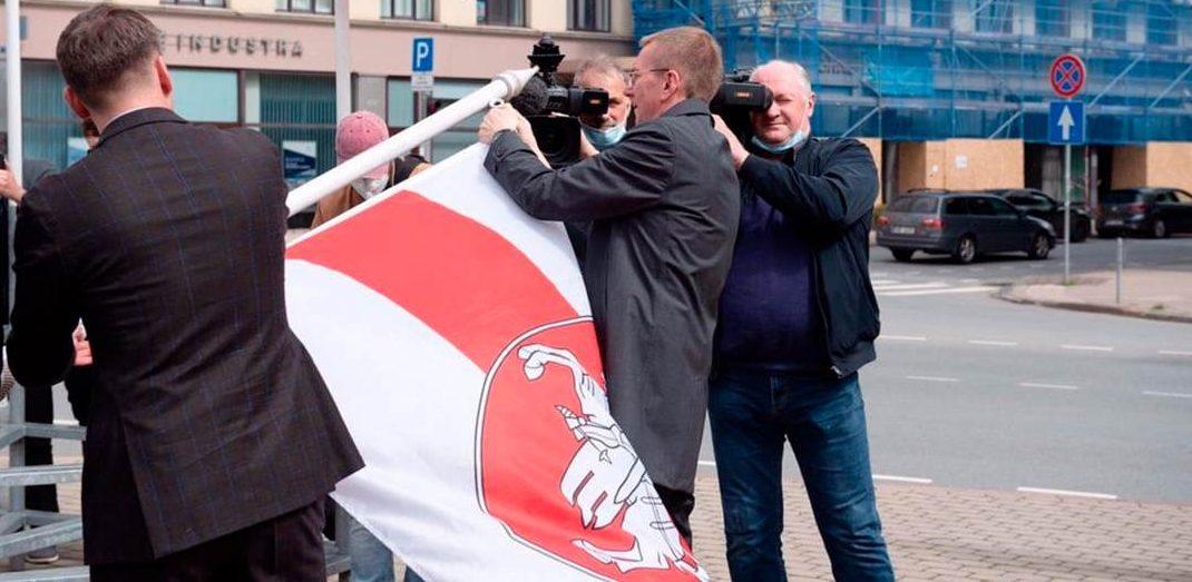 Глава Федерации хоккея поставил мэру Риги ультиматум: снять БЧБ-флаг или флаги Федерации хоккея. Вот что выбрал мэр