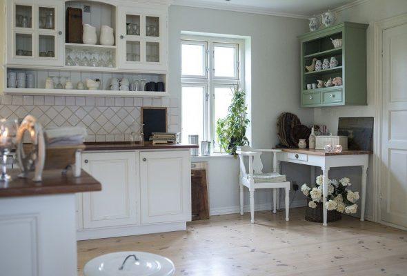 Открытые полки в маленькой кухне: за и против