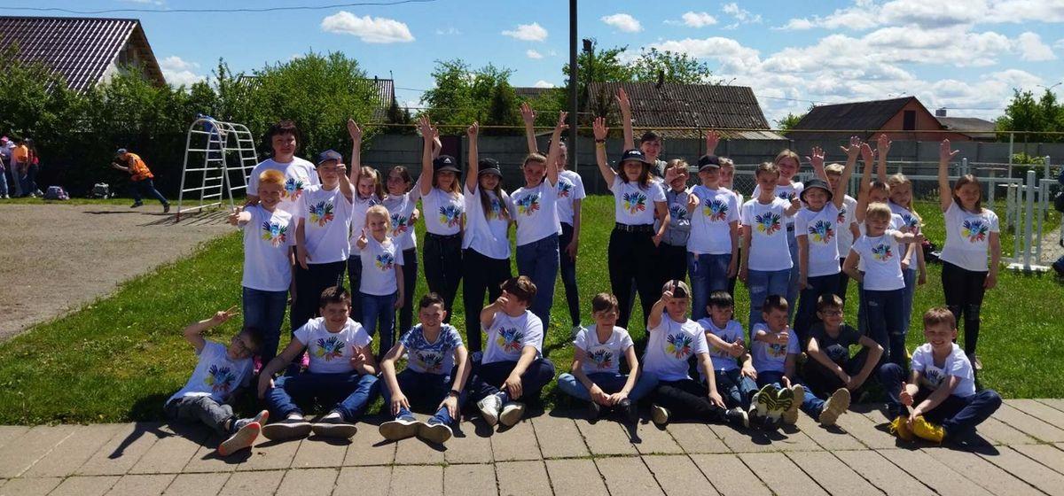 Барановичские школьники необычно поздравили гимназию с днем рождения. Видео