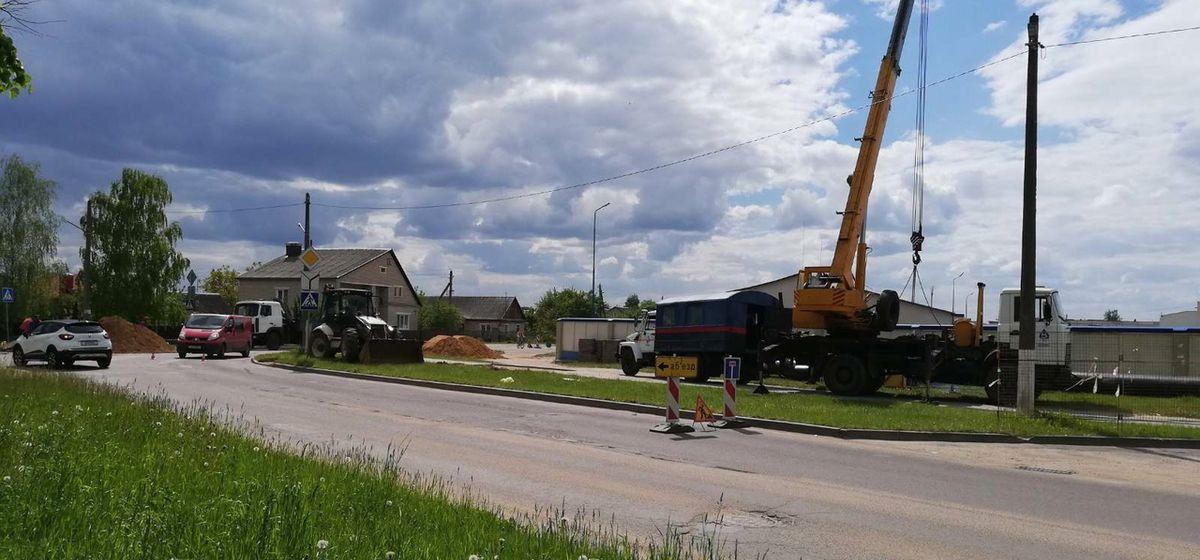 Разрытая земля и подъемные краны. Что происходит в Восточном микрорайоне в Барановичах?