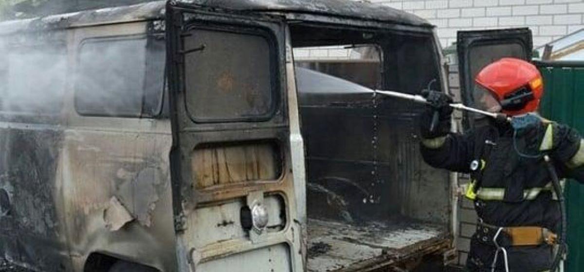 Автомобиль горел в Барановичах. Фотофакт