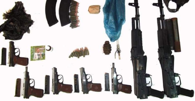 Россиянин привез в Беларусь автоматы, пистолеты, боеприпасы и пытался их продать