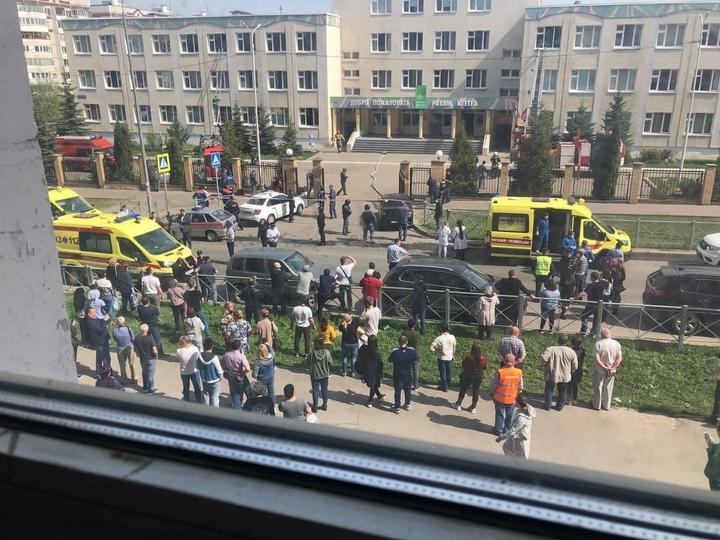 Неизвестный открыл стрельбу в школе в Казани — 32 человека пострадали, погибло 8
