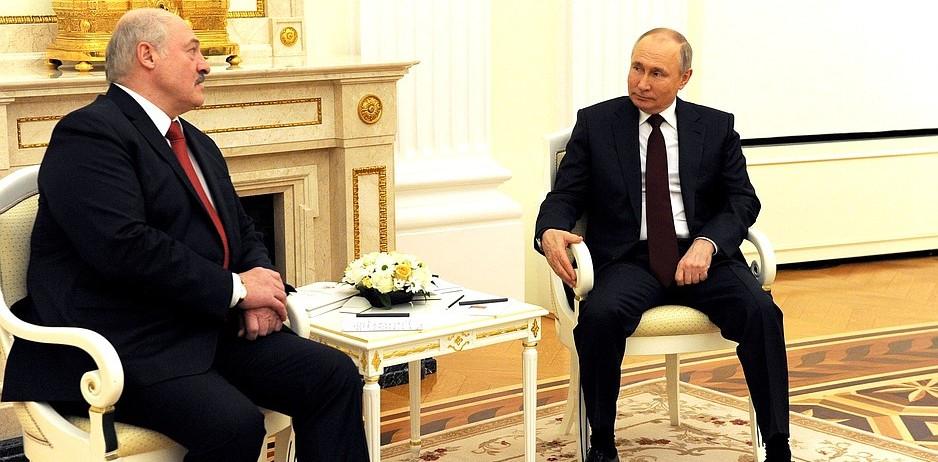 Путин и Лукашенко поговорили по телефону. Вот что обсуждали