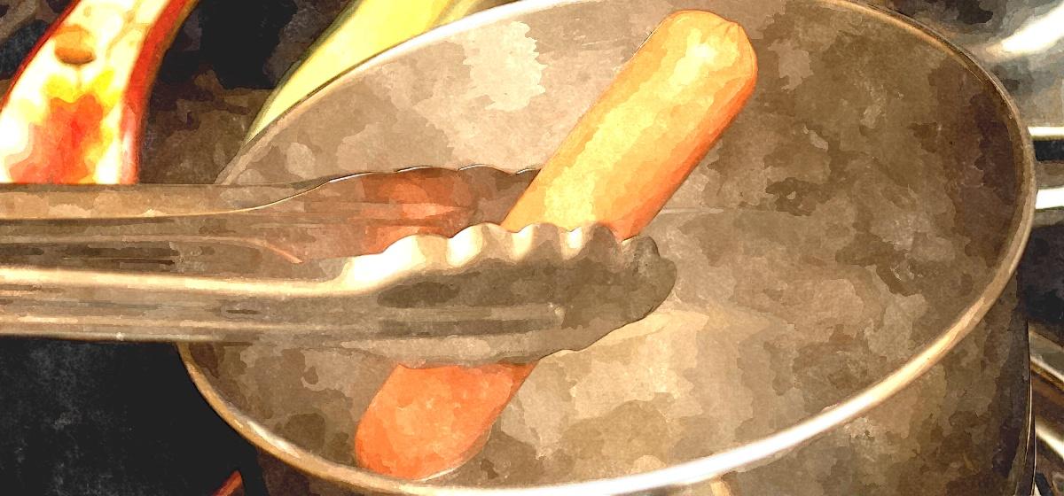 Нужно ли снимать оболочку перед варкой сосисок